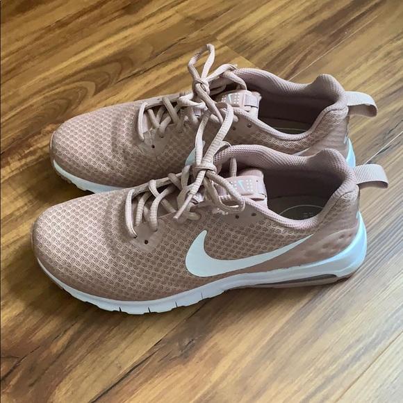 NIKE Size 8.5 Women's Air Max Motion LW Sneaker